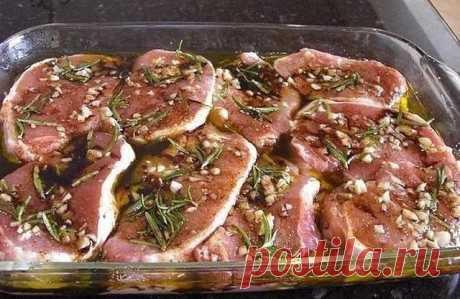 Отличная подборка маринадов для запекания мяса в духовке. =1= Ингредиенты: 200—250 мл белого сухого вина, 200—250 мл растительного масла, 1 морковь, 2 крупные луковицы, 1 долька чеснока, 1/2 лимона (или 250 мл уксуса), 1 небольшой пучок...