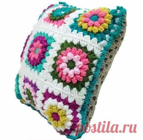 Яркая подушка из мотивов крючком. Чехол на подушку крючком из цветочных мотивов | Вязание для всей семьи