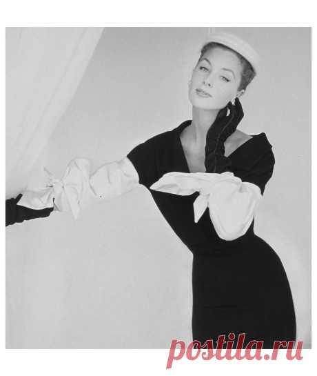 Suzy Parker,  Vogue, September 15, 1953  Photo John Rawlings