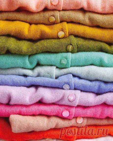 """Свитер, кофта, пуловер: Терминология вязаных изделий.  Последнее время часто посещаю сайты рукоделия. Рукодельницы вяжут очень красивые вещи, но увы зачастую понятия не имеют как они называются. Очередной """"кардиган"""" с огромным воротником сподвиг меня на то чтобы полазить по разным сайтам и найти определения тех терминов, которые обычно неправильно употребляют."""