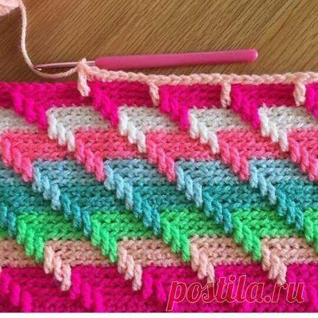 Knitting lessons hook, secrets, recommendations #узоры_крючком@crochetstory\u000d\u000a\u000d\u000aWe consider that it is beautiful and effective drawing. And to you as?\u000d\u000a\u000d\u000aPerformance: knitting of the main cloth for a back handle of a loop + through the set interval, 1 column...
