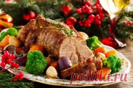 Мясные блюда на Новый год 2019: самые вкусные рецепты с фото Все мы с нетерпением ожидаем наступления новогодних праздников. И расточительные хозяюшки, наверняка уже думают о том,что готовить новое и интересное в год Свиньи. Если составить заранее меню, облегчаются хлопоты, которые связаны с созданием кулинарных шедевров и покупкой нужных продуктов.И, конечно же, хотелось бы отметить, что обязательно на столе должны бытьмясные блюда, которыена Новый год 2019во время тр...