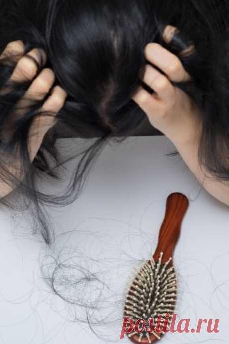 Эффект космический! После двух применений этой маски волосы стали в 3 раза гуще. На волосах всегда отражаются все тяготы нашей жизни. Плохое питание,  недосып, стресс, простуда, скачки гормонального фона — и на месте густой  длинной шевелюры остается обшарпанный поредевший хвост. А у кого-то от  рождения очень тонкие и непослушные волосы. В любом случае проблему нужно решать, ведь волосы — главное женское украшение.