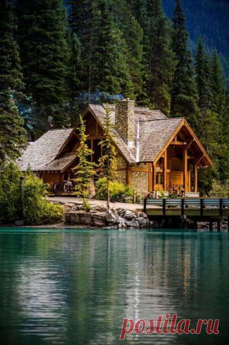 Домик у озера 😍