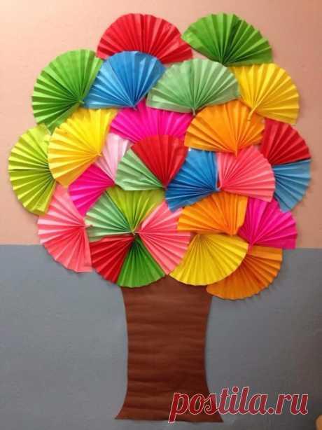 Аппликация: дерево с кроной из разноцветных вееров — Поделки с детьми