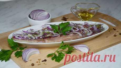 КАК ПОСОЛИТЬ СЕЛЕДКУ вкусно в домашних условиях - Рецепт засолки селёдки — Кулинарная книга - рецепты с фото