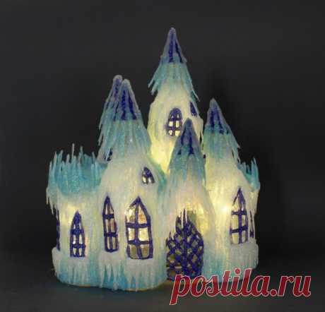 Ледяной замок Снежной Королевы из пластиковых бутылок