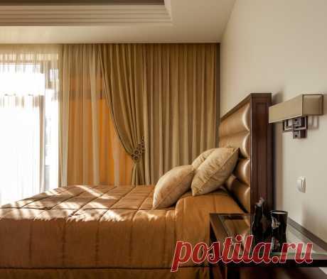 Бежевая спальня: какие шторы выбрать?