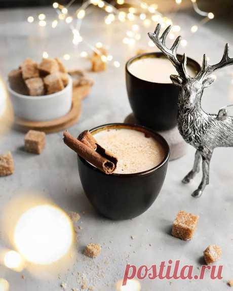 Горячее пряное молоко Ингредиенты на 2 порции:⠀Молоко — 200 млВода — 200 млКоричневый сахар — 10 г Корица — 0,5 ч. л.Целая гвоздика — 4–5 шт.Кардамон — 2–3 шт.Приготовление:1. Молоко и воду смешать, добавить сахар и поставить на огонь. Довести почти до...