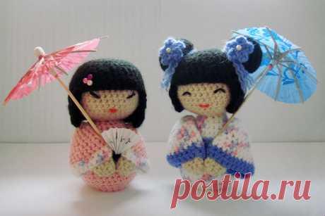 Las muñecas de Kokeshi amigurumi. ¡Los esquemas y la descripción para la labor de punto de los juguetes por el gancho!