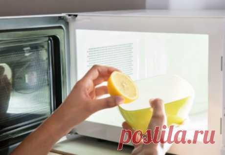 Ставим лимоны в микроволновку: чистим печку от жира за 10 минут