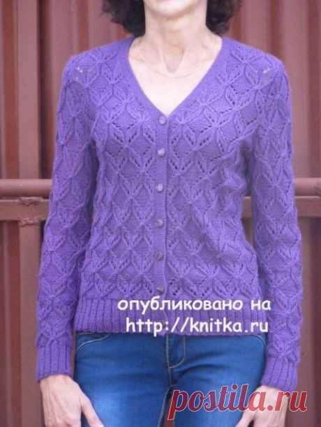 Фиолетовый жакет спицами.  Работа Марины Ефименко