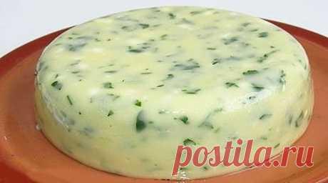 Домашний сыр за 3 часа. Пошаговый рецепт вкусного сыра    Невероятно вкусный сыр, который содержит только натуральные продукты и ничего лишнего!  Ингредиенты ✓ 1 литр молока ✓ 1 ст.л.соли ✓ 200-300 г. сметаны ✓ 3 яйца Рецепт приготовления Молоко ставим ки…