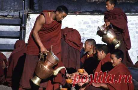 Тибетские монахи пьют по утрам горячую воду. Причина вдохновит вас делать тоже самое!