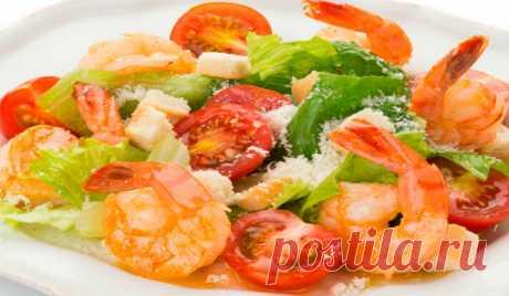 Вкусный салат «Цезарь», рецепт приготовления с креветками и соусом - Кейс советов