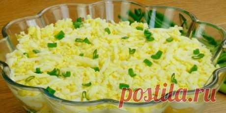 ВОТ САМЫЙ ВКУСНЫЙ САЛАТ, КОТОРЫЙ ДЕЛАЮТ В ПОЛЬШЕ. И ГОТОВИТСЯ ПРОСТО Вкусный салат  Салат с тунцом пользуется в Польше большой популярностью. Готовится быстро и легко, получается вкусным и необычным. Пробуем готовить?  Ингредиенты: вареный рис – 150 граммов твердый сыр – 150 граммов консервированный тунец в собственном соку или в масле – 2 банки зеленый лук –