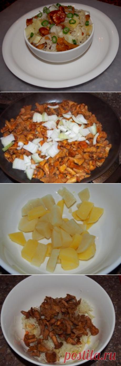 Картофельный салат с лисичками и маринованной капустой Сочетание вареной картошки, маринованной капусты и жареных грибов бесподобно в любом случае, а если эти грибы - лисички, вкуснее становится вдвойне.