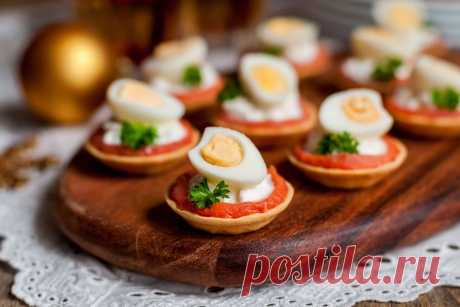 Тарталетки с сёмгой, сливочным сыром и перепелиными яйцами | Fresh.ru