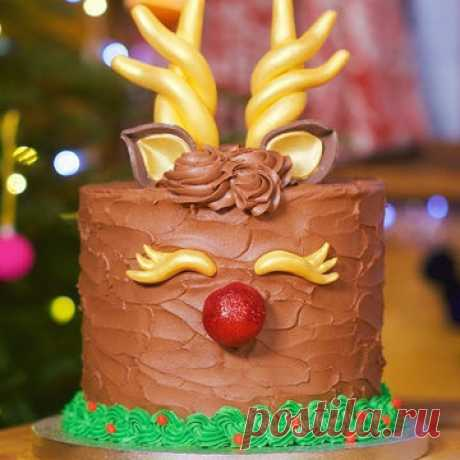 Рождественский пирог  Рождественский пирог от Джейми вы можете испечь и на Новый год. Сладкий, ароматный, богатый составом. Джейми предлагает праздничный пирог, который украсит новогодний и рождественский стол. По традиционному английскому рецепту!