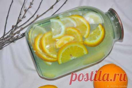 Как из березового сока приготовить самый полезный и освежающий лимонад Если вам посчастливилось собрать березовый сок, обязательно приготовьте из него лимонад с добавлением лимонов и апельсинов. Такой консервированный напиток хорошо утоляет жажду, насыщая организм полезными веществами и витаминами (особенно зимой). Ароматный, вкусный, а главное – полезный лимонад из