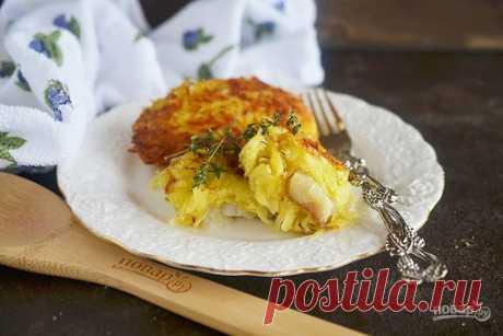 """Рыба в картофельной шубе  Рецепт очень простой и быстрый, но интересный. Получается что-то вроде драника, начиненного рыбой. Картофель натирается на терке, добавляется яйцо. И в эту """"шубку"""" заворачивается кусочек рыбного филе, который затем обжаривается в масле до хрустящей корочки!   Ингредиенты: Показать полностью…"""