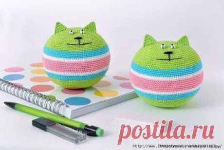 Вязаные анти-стрессовые котики Известным мировым брендом «Британские ученые» доказано, что домашние коты и кошки являются прекрасными поглотителями негативной энергии.