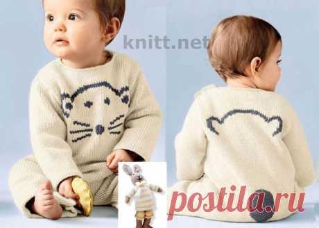 Вязаный детский комбинезон с вышивкой.