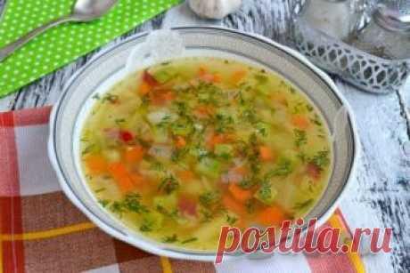 Овощной суп с кабачками Овощной суп с кабачками -отличное первое блюдо для всей семьи. Понравится этот супчик и тем, кто придерживается правильного питания. Очень вкусный, легкий, ароматный и полезный суп можно подать к столу, дополнив зеленью, гренками или сухариками. Отличное первое блюдо, попробуйте!