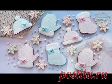 How to make STENCILLED CABLE KNIT DESIGN ON COOKIES - Stockings, Mittens & Hats Christmas Cookies