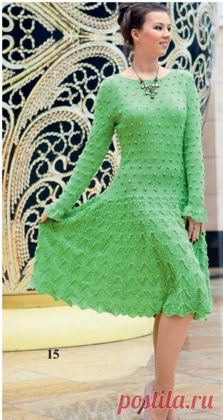 Зелёное платье спицами