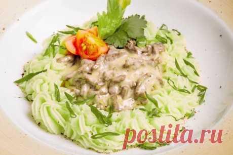 Говядина по-строгановски с зеленым картофельным пюре — Sloosh – кулинарные рецепты
