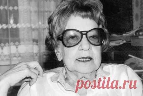 Като Ломб, несмотря на образование химика, была одним из первых синхронных переводчиков в мире и могла бегло переводить на 8 языков, а в целом – понимала и работала с 16. Она сформулировала 10 весьма незатейливых, но эффективных правил для изучения любого иностранного языка:
