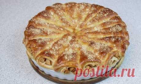 """Попробовала у соседки пирог """"Яблочные рожки"""". Теперь пеку своим домашним – просят еще"""