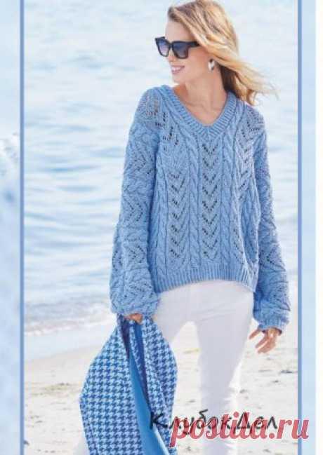 Голубой ажурный пуловер спицами Ближе к небу: лазурный пуловер с V-образной горловиной выполнен из превосходного дышащего хлопка