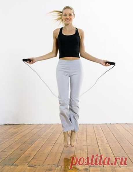 Прыжки на скакалке снижают аппетит. На ней можно похудеть очень быстро, без особых расходов.  А также прыжки на скакалке —  лучшая профилактика инфаркта.