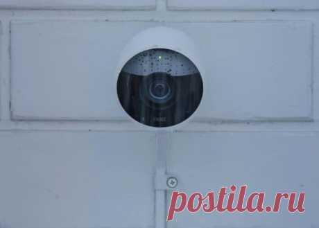 Умная камера наблюдения, которая позволит общаться с гостем, не подходя к двери | Чёрт побери С каждым днем появляется все больше устройств, которые должны сделать нашу жизнь не только проще, но и гораздо безопаснее. Сейчас речь, конечно же, идет о всевозможных камерах наблюдения. И сегодня хотелось бы поговорить об одной из таких «умных» камер.  В XXI столетии личная и частная безопасность выходят на качественно новый уровень, во многом благодаря созданию всевозможных гиб...