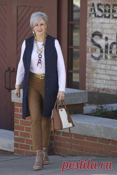 Модные чинос для женщин за 50: 13 простых образов на каждый день. Выглядеть стильно в зрелом возрасте легко! - Советы и Рецепты