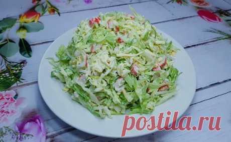 Новый салат из капусты, хочется еще добавки! Вкуснейший салат Новый салат из капусты, который понравился всем, кто его пробовал! Быстрый, легкий и с изюминкой, как раз то, что нужно. Ингредиенты: 600 - 700 грамм молодая капуста 1 лук-порей 250 - 300 грамм