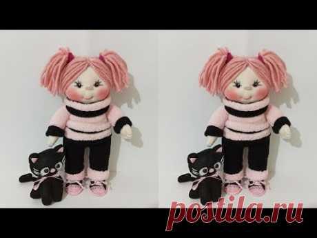 Как сделать красивую маленькую куколку из носков