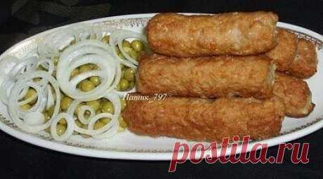 Мититеи – молдавские маленькие колбаски Мититеи - это молдавские маленькие колбаски. Обычно их готовят на гратаре или гриле. В нашей семье их всегда готовили по этому рецепту, адаптированному к домашним условиям! Мититеи получаются очень сочными, нежными и безумно вкусными!!!! А аромат не оставит никого равнодушным!!! Нам понадобится: Свинина - 700 гр. Говядина - 300 гр. Соль, перец - по вкусу Сода (обязательно!) - на кончике ножа, можно 0,5 ч.л. Крахмал (примерно) 2 ч.л. Молоко - 0,5 - 1 стакан