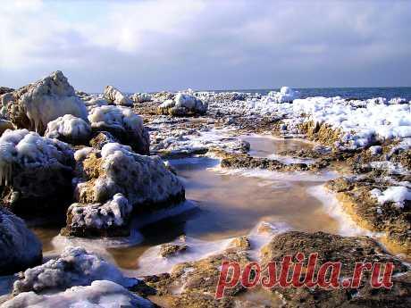 Обледеневшие берега бухты Омега. Севастополь.