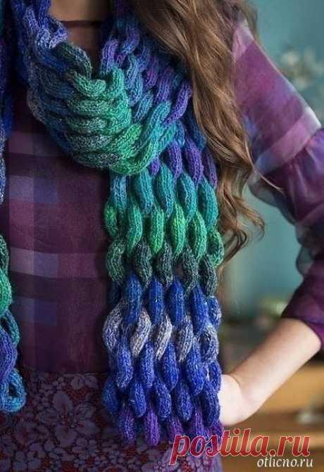Красивый объемный «плетеный» шарф Красивый объемный «плетеный» шарф  Этот красивый шарф из меланжевой пряжи, вязаный спицами витым, как бы плетеным узором, станет украшением вашего осенне-зимнего гардероба и источником положительных эмоций.  Размер: 177,5 х 15 см  Для вязания шарфа вам потребуется: 3 мотка пряжи Noro Silk Garden Sock (40% lambswool, 25% silk, 25% nylon, 10% mohair; 300 м/100 г); спицы 4 мм.  Описание вязания шарфа: Плотность вязания: 33 петли и 16 рядов = ...