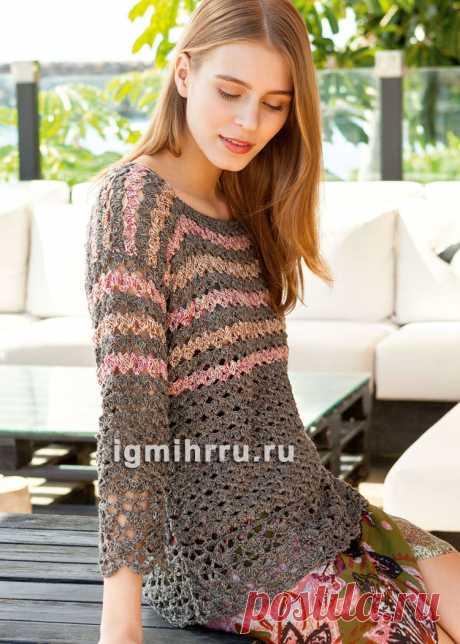 Коричневый пуловер с узорами из «ракушек» и светлыми полосками. Вязание крючком со схемами и описанием