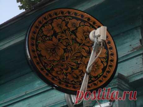 Золотая хохлома на спутниковой тарелке
