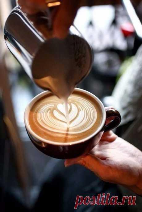 Рецепты безумно вкусного кофе. 1. Кофе «Горящая лава» Ингредиенты: Кофе, сваренный в кофеварке — 3 ...