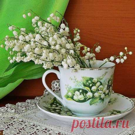 spring-decor-ideas-from-lily-of-the-valley-vases-style2-1.jpg (600×600)