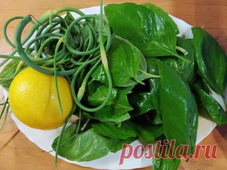 Ароматная витаминная паста из зелени