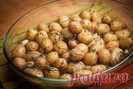 Рецепт картофеля запеченного в духовке с чесноком и травами