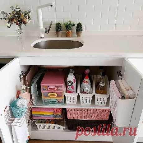 11 предметов, которые помогут организовать хранение под раковиной и кухонной мойкой