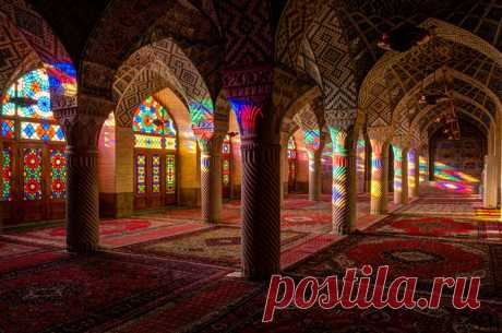 Уникальные витражи в интерьере мечети Насир аль-Мульк | Все о туризме и отдыхе